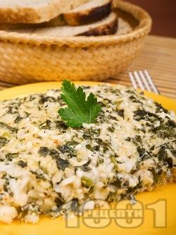 Постна зеленчукова мусака със спанак, ориз, орехи, пресен лук и яйца - снимка на рецептата